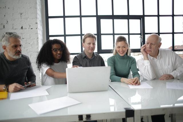 Come creare un nome per azienda: testarlo con persone