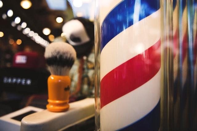 Creare guida ai regali per la festa del papà: barbiere