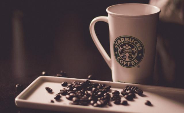 Identità visiva di un brand: logo Starbucks