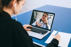 Organizzare eventi virtuali: doveri dell'host