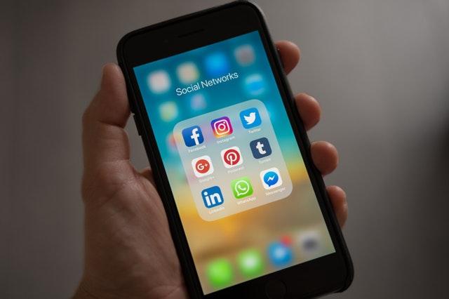 Come tenere informati i clienti: i social media