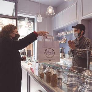Nosh gelato: cliente in negozio